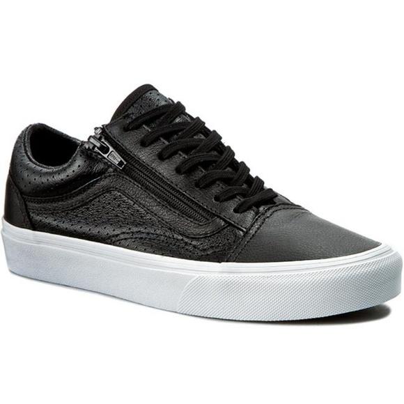1c91ac422f Vans Old Skool Zip Low Cut Lace Sneakers. M 5b9039f43e0caa7cab5929c2